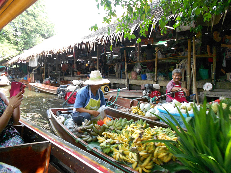 Khlong Ladmayom Floating Market