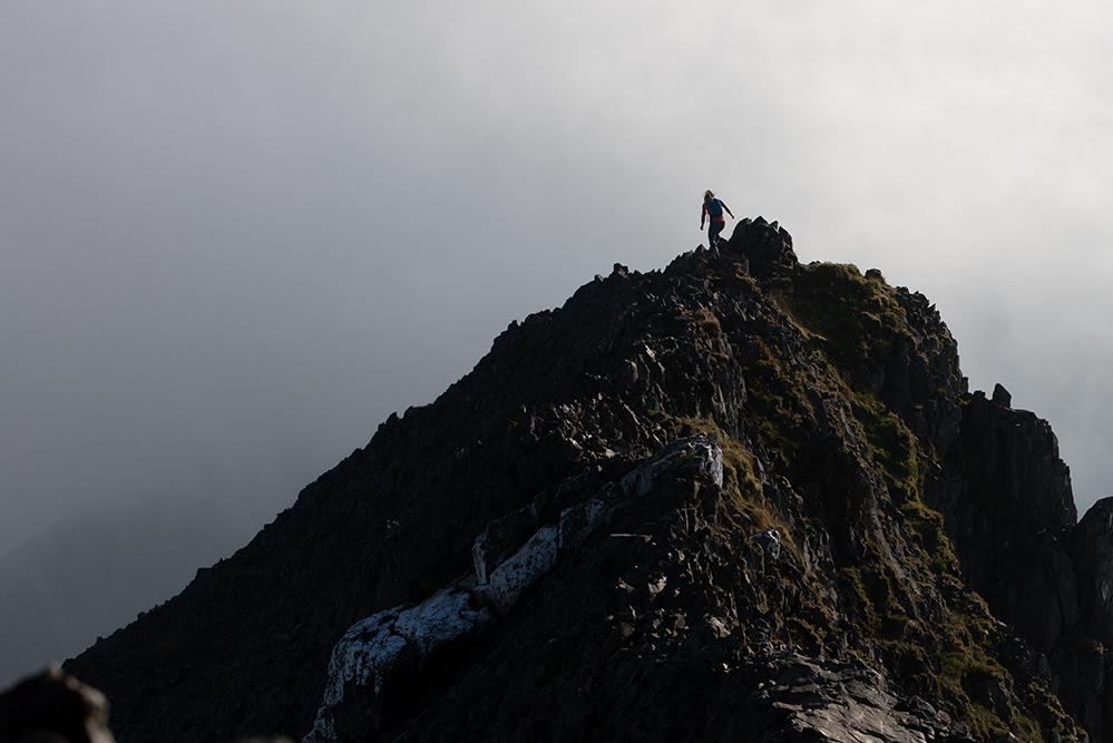 Hazel Findlay running and climbing in Snowdonia